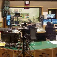 #이홍기 #오픈스투디오 #openstudio #kbs #라디오 #radio #koreanfans are a slightly obsessive #긱스 #샘김 #정승환 It was cool to see  #multicam
