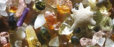 Magnified Sand Grains From Around the World Are Mixed Together Like a Pouch Full of Gems. His photographs of miniscule grains of sands magnified up to 300 times reveal that each grain of sand can be beautiful and unique. Minerals And Gemstones, Rocks And Minerals, Microscopic Photography, Microscopic Images, The Secret World, Grain Of Sand, Cool Rocks, Science And Nature, Kid Science