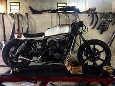 Cafe Racer Yamaha Virago Yamaha Virago, Bobber Bikes, Vintage Motorcycles, Old School, Vehicles, Inspiration, Biblical Inspiration, Car, Inspirational