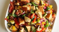 Want to make a great #Italian traditional #panzanella #salad? Here are 3 #recipes with a gourmet touch - http://www.finedininglovers.com/blog/food-drinks/panzanella-salad/