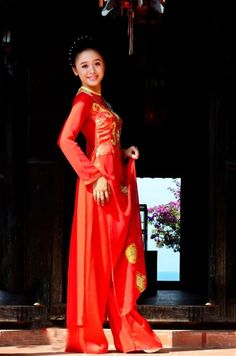 Big surprise for the end of the month: we gonna free shipping worldwide if you order more than 3 dresses and plus 10% off for every single dress, hurry up :)   / Ao Dai Cuoi Cach Tan - WR368 - http://aodaihoanguyen.com/ao-dai/ao-dai-cuoi-cach-dieu/chi-tiet/3928-ao-dai-cuoi-cach-dieu-wr368#.UIq2dYZKY80