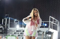 My second favorite.I have a soft spot for ombré Demi Lovato Body, Demi Lovato Hair, Demi Lovato Family, Demi Lovato Pictures, Queen, Celebs, Celebrities, About Hair, Pink Hair