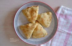 gr - Oven pies with easy, air ., Food And Drinks, cretangastronomy.gr - Oven pies with light, airy foil (without rolling pin). Eat Greek, Sweet Recipes, Oven, Food And Drink, Cooking Recipes, Tasty, Stuffed Peppers, Snacks, Breakfast