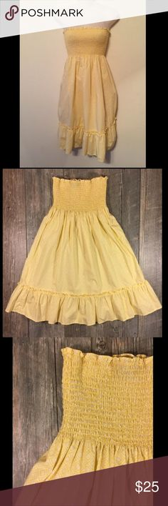 Vineyard Vines yellow print strapless dress Vineyard Vines yellow print strapless dress. Elastic top all the way around. Cotton. 29.5 inches long. Tag reads small. Vineyard Vines Dresses Strapless
