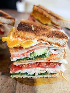 Today's Sandwich: California Club with Chipotle Mayo (Homemade).A triple-decker club sandwich made with turkey, bacon, Swiss cheese, avocado, and a fried egg. One sandwich is enough for 2 people. Tacos, Brunch, Soup And Sandwich, Club Sandwich Recipes, Lunch Recipes, Turkey Club Sandwich, Vegan Recipes, Vegetarian Sandwiches, Gourmet Sandwiches