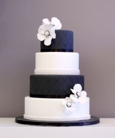 black and white wedding cake - love the clean colors and contrast