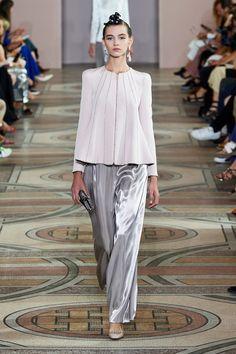 Armani Privé Fall 2019 Couture Fashion Show London Fashion Weeks, Fashion Week Paris, Fashion 2020, Fashion Show, Fashion Design, Armani Prive, Couture Mode, Style Couture, Couture Fashion