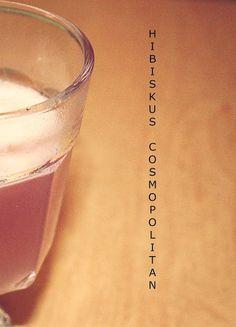 Hibiskus Cosmopolitan Recipe  #weekendstarter #cocktails #drinks #recipe #cosmo #cosmopolitan Weekender, Cosmopolitan, Cocktails, Drinks, Glass Of Milk, Tableware, Recipes, Food, Hibiscus