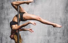 Ziemlich sexy, ein bisschen verrucht und ein echt effektives Fitnesstraining! Pole Dance hat sein Schmuddelimage abgeschüttelt und den Weg ins Fitnessstudio geschafft...
