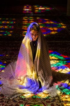 An Iranian Girl sited in Nasir-ol-Molk Mosque. Shiraz - IRAN Photo by Ramin Rahmani Nejad Iranian Beauty, Iranian Women, Iranian Art, Belle Tof, Pink Mosque, Naher Osten, Visit Iran, Persian Beauties, Teheran