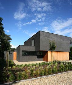 Mooie combinatie hout en baksteen, ook leuk huis qua vorm
