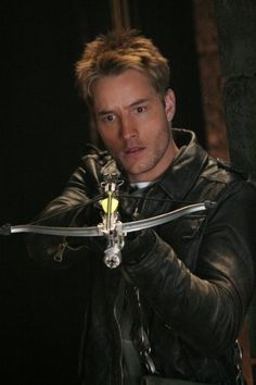 Justin Hartley, Green Arrow in Smallville. I love him <3 lol