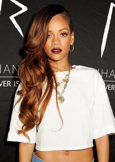Rihanna, always gorgeous. Want her hair. Rihanna Hairstyles, Daily Hairstyles, Wedding Hairstyles, Side Swept Hairstyles, Weave Hairstyles, Looks Rihanna, Shaved Hair Designs, Jenifer Lawrence, Brazilian Hair Weave