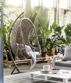 KARWEI   Er hangt iets moois in de lucht: een heerlijke hangstoel om in te relaxen. #karwei #tuin #hangstoel #loungen