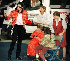 Cartas a Michael: Variety Club Sunshine Coach Mike Jackson, Michael Jackson, Coach, History Books, Beautiful Soul, My King, Sunshine, Pop, Club