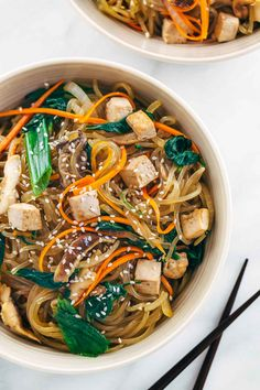 Grab a big bowl of Japchae Korean glass noodles with tofu! Each bite is packed with healthy vegetables and plant protein for a delicious gluten free meal. Tofu Recipes, Noodle Recipes, Asian Recipes, Cooking Recipes, Healthy Recipes, Ethnic Recipes, Vegetarian Recipes Korean, Vegan Korean Food, Chowders