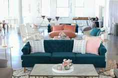 Feeling blue? not us! we're in love with this vintage couch #vintage #furniture #pillows #eventdesign #custom #planning #arrangement #decor #fashion