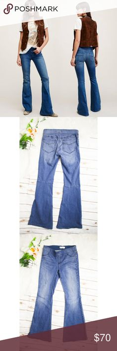 "Free People Pull On Kick Flare Jeans Stretchy pull-on flared jeans with faux closure in front. Elastic around waistband.  Size: 27 Material: 53% cotton, 23% rayon, 22% polyester, 2% spandex Measurements: Waist ""27 "", Inseam ""33"", Length ""43 ""  **Feel free to message me asking any questions.  * All items are measured laying flat then doubled  * Comes from a smoke-free home Free People Jeans Flare & Wide Leg"