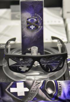 Oakley BREADBOX INFINITE HERO Matte Carbon Frame w BLACK Iridium Lenses 9199-19