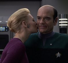 Jeri Ryan and Robert Picardo as Seven of Nine and The Doctor in Star Trek Voyager. Two characters I enjoyed in what was my least favorite Star Trek. Robert Picardo, Seven Of Nine, Doctor Robert, Jeri Ryan, Star Trek Images, Fandom Crossover, Star Trek Universe, Star Trek Voyager, Great Love Stories