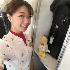 Follow ✈️ @asianflightattendent at Cathay Pacific Airways with @i77peach _______________________________________________________ #asianflightattendant #asiancabincrew #flightattendant #cabincrew #客室乗務員 #기내 #空姐 #空乘 #inflight #cabincrew #aircrew #crewfie #cabincrewlifeatyle #cathaypacific