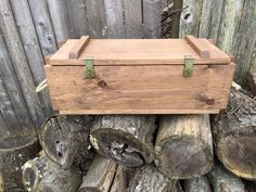 WoodyThings Ammo Crate Chest Front top lid closed Crate Desk, Crate Table, Crate Furniture, Crate Storage, Primitive Furniture, Storage Chest, Vintage Wood Crates, Rustic Wood Box, Reclaimed Wood Coffee Table