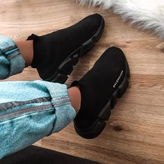 All black Balenciaga speed trainers sock sneakers Sneakers Fashion, Fashion Shoes, Shoes Sneakers, Girl Fashion, Fashion Goth, Tenis Old School, Sock Shoes, Shoe Boots, Ankle Boots