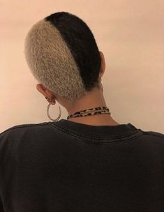 Isa Shaved Head Designs, Curly Hair Styles, Natural Hair Styles, Buzzed Hair, Shave My Head, Pretty Hairstyles, Blonde Hairstyles, Men's Hairstyle, Medium Hairstyles