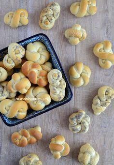 Kleine knoop broodjes - Lauras Bakery