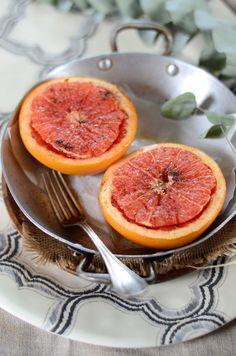 Pamplemousse rôti au four, à la vanille {recette vegan et sans gluten} Recette idéale pour un petit-déjeuner plein de vitamines ou un dessert vite-fait et coloré !