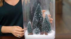 Ze giet wat zout in een vaas, het eindresultaat is geweldige decoratie voor Kerst!