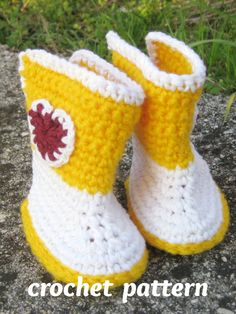 #babybooties #crochetbooties #bootiespattern #crochetpattern #babyshoes #crochetforbaby #pletionica Baby Girl Crochet, Crochet Baby Shoes, Newborn Crochet, Baby Boys, Häkelanleitung Baby, Crazy Patterns, Baby Girl Boots, Baby Shoes Pattern, Yellow Boots