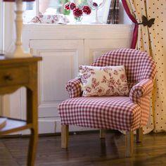 canap en fer forg dans une v randa iron sofa and veranda. Black Bedroom Furniture Sets. Home Design Ideas