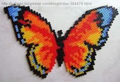 Papillon multicolore en perles à repasser
