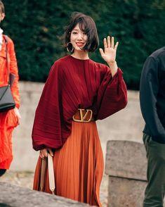 Park Shin Hye Hits Fashion Home Run in Valentino at Paris Fashion Show Fashion Mode, Fast Fashion, Modest Fashion, New York Fashion, Look Fashion, Autumn Fashion, Fashion Trends, Paris Fashion, Fashion Ideas