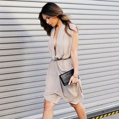 6 tricks to looking slimmer in photos.