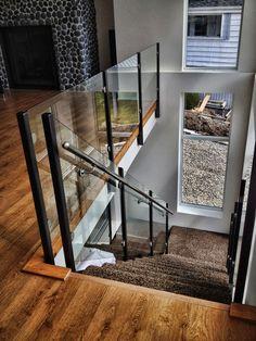 Elegant Glass Stairs Design Ideas For You Este ano - Home Decor - Escadas Loft Railing, Metal Stair Railing, Stair Railing Design, Staircase Railings, Balcony Railing, Wood Stairs, House Stairs, Railing Ideas, Basement Stairs