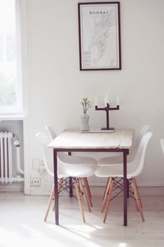 Köksbord Minimalist Dining Room, Minimalist Decor, Scandinavian Interior, Scandinavian Style, Living Spaces, Living Room, Modern Cottage, Dining Table In Kitchen, Sweet Home