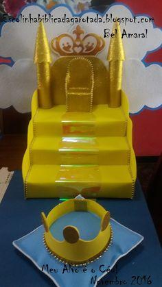 """Essa foi a decoração do nosso culto de crianças com o tema: Meu alvo é o céu Fiz um """"Céu"""" para o centro da mesa, e várias coroas, uma co... Vbs Crafts, Bible Crafts, Bible Art, Diy And Crafts, Baby Shower Photo Booth, Bible Study For Kids, Ideas Para Fiestas, Kids Church, Photo Booth Props"""