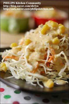 """양배추를 가장 맛있게 먹는 방법~땅콩 소스를 뿌린 """"양배추샐러드""""~ : 네이버 블로그 Korean Dishes, Korean Food, K Food, Asian Recipes, Ethnic Recipes, Broccoli Recipes, Asian Cooking, Kimchi, Macaroni And Cheese"""