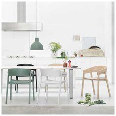 De #Unfold #Hanglamp van Form Us With Love voor Muuto is een modern ontworpen lamp. Door het gebruik van synthetisch rubber krijgt het ontwerp een nieuw en warm uiterlijk. Dit zorgt er tevens voor dat de Unfold Lamp van Muuto opvouwbaar en in te deuken is!. De Unfold Lamp is in vele kleuren leverbaar en door zijn unieke materiaal een van de populairste #hanglampen binnen de #designverlichting branche! Welke past het best in jouw #interieur? #Muuto Unfold Hanglamp   #MisterDesign