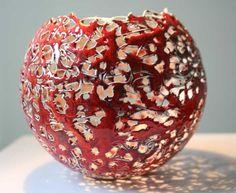 Kunstuitleen Zwolle 'Tedere Aarde' - Keramiek van Jolanda van de Grint Porcelain Ceramics, Ceramic Bowls, Ceramic Pottery, Pottery Art, Pottery Ideas, Ceramic Painting, Ceramic Artists, Cement Art, Gourd Lamp