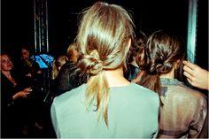 messy buns / coiffures décoiffées