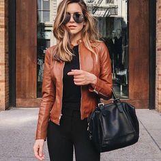A moda vem cada vez dando mais sinais de que se vestir com peças que nos façam sentir bem é o que rea...