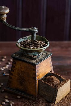 I want this vintage coffee grinder for my coffee bar excellent. I Love Coffee, Coffee Art, Coffee Break, My Coffee, Morning Coffee, Coffee Cups, Coffee Maker, Starbucks Coffee, Coffee Barista