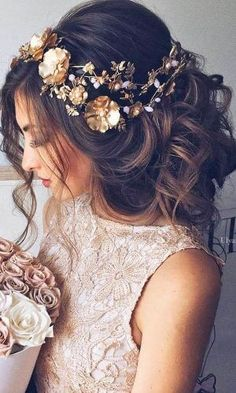 42 Wedding Hairstyles - Romantic Bridal Updos From high-volume braids to soft curly waves with gorgeous flowers, we've created a beautiful collection of Wedding Hair Down, Wedding Hair And Makeup, Hairstyle Wedding, Wedding Bun, Wedding Braids, Wedding Flowers, Wedding Dresses, Wedding Rings, Wedding Bridesmaids