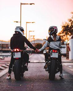 Motorcycle Couple Pictures, Biker Couple, Cute Couple Pictures, Girl Riding Motorcycle, Dirt Bike Girl, Motorbike Girl, Biker Photography, Couple Photography Poses, Biker Love