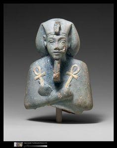 Ouchebti d'Akhenaton Cote cliché 08-535728 N° d'inventaire 66.99.37 Antiquités égyptiennes vers 1353-1323 avant JC 14e siècle av J.-C. règne de Aménophis IV-Akhénaton (1353-1337) règne de Toutankhamon (1336-1327) site de production incertain Tell el-Amarna (site) (origine) faïence Hauteur : 0.11 m Largeur : 0.078 m Réunion des Musées Nationaux-Grand Palais -