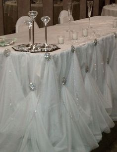 Beautiful way to liven up a plain white linen on the head table at your wedding using tulle and decorative pins. This is a very affordable way to create a stunning head table that will look fantastic in wedding photos. Wedding Events, Wedding Reception, Our Wedding, Dream Wedding, Weddings, Wedding Tables, Reception Table, Decor Wedding, Trendy Wedding