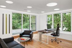 Ergonomischer Bürostuhl, Liffttisch, Akustikdecke, Beleuchtung, Loungebereich, Leder, Garderobe